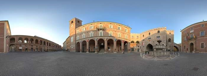 Fabriano_Pano_PiazzaDelComune_red